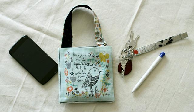 Tout petit sac avec une lanière  | Tuto gratuit